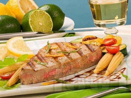 Мариновано филе риба тон с портокалов сок, соев сос и чесън на грил / скара - снимка на рецептата